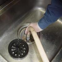 台所・シンクの洗浄の様子